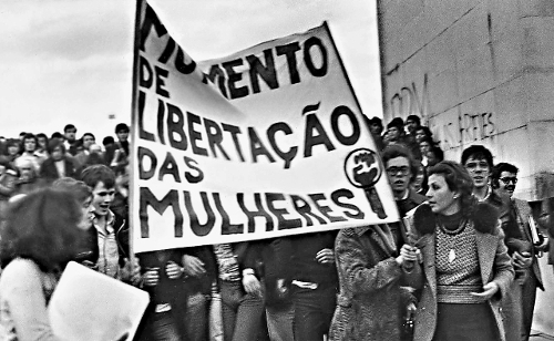 Manifestação feminista fez história em 1975