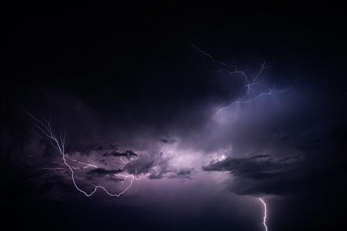 Grande tempestade com relâmpagos